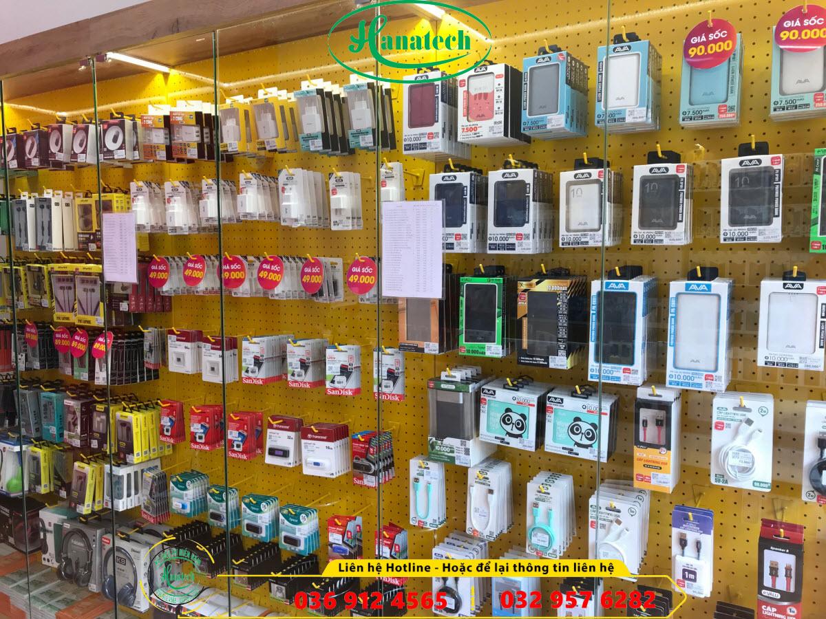 Giá kệ móc treo trưng bày phụ kiện điện thoại tại Bình Dương