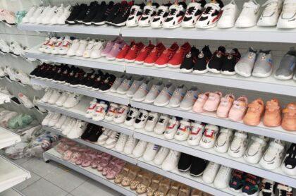 Kệ trưng bày giày dép tại Cần Thơ