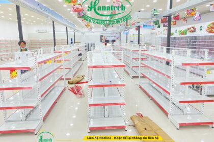 Mẫu kệ bán hàng siêu thị Hanatech