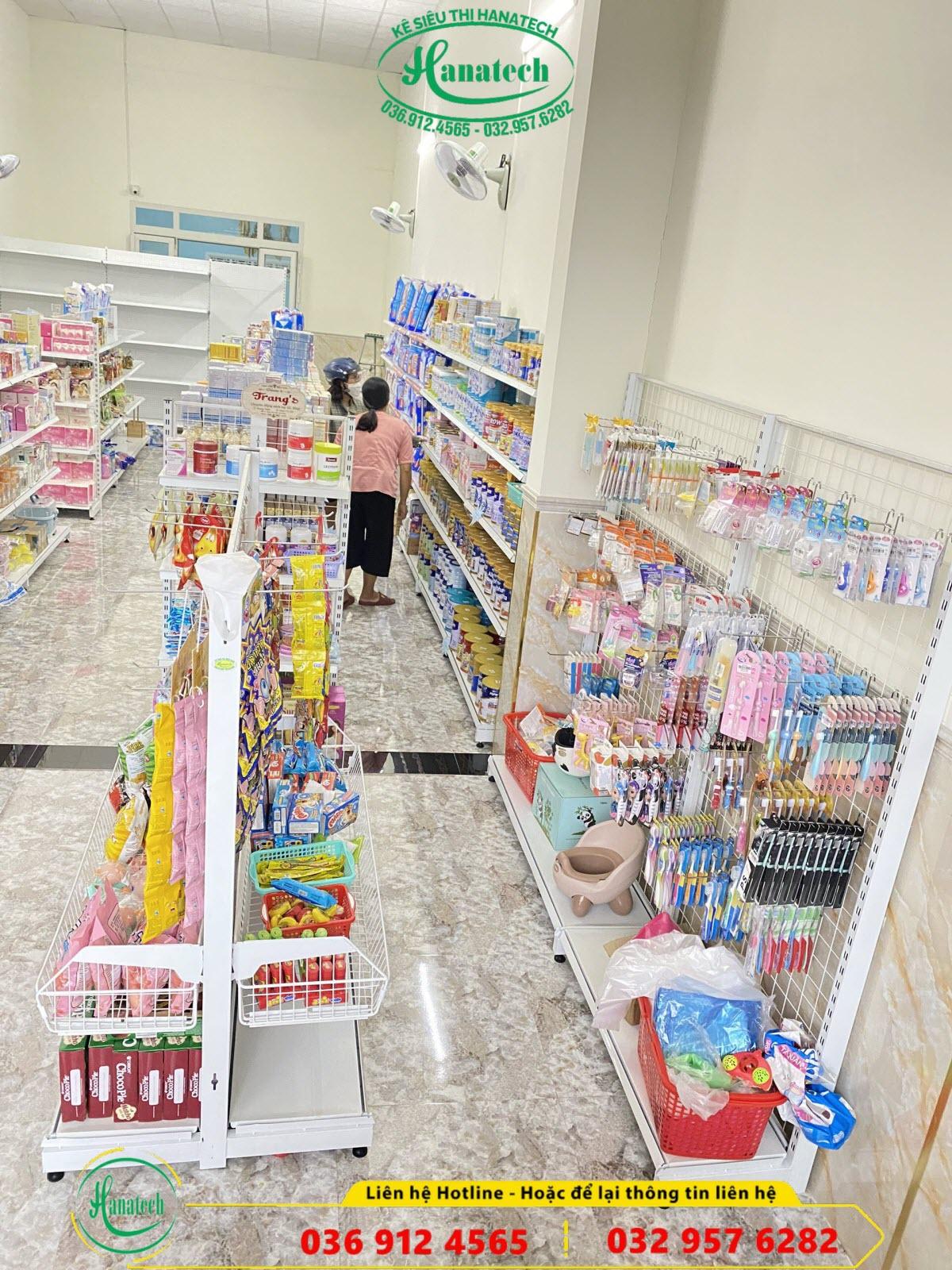 Lắp đặt kệ cửa hàng mẹ và bé tại Lâm Đồng