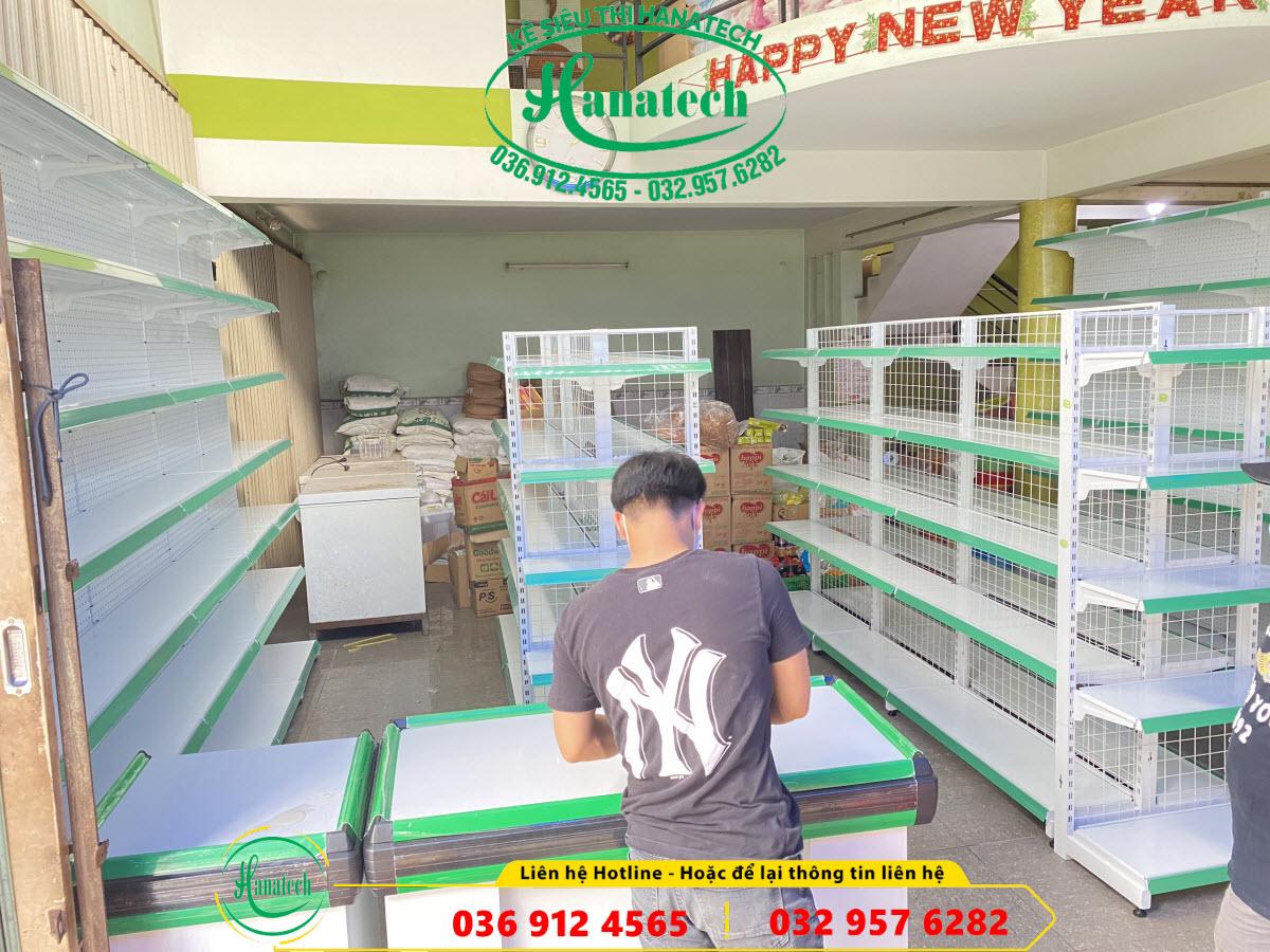 Lắp đặt kệ cho cửa hàng tạp hóa tại Tân Hòa Biên Hòa